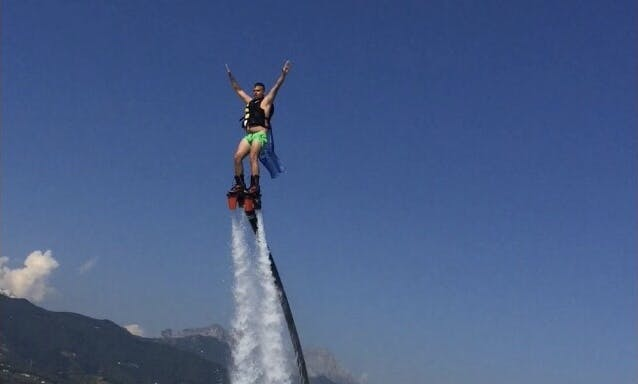 Amazing Flyboarding Adventure with Expert Instructor in Capanne-Prato-Cinquale, Italia