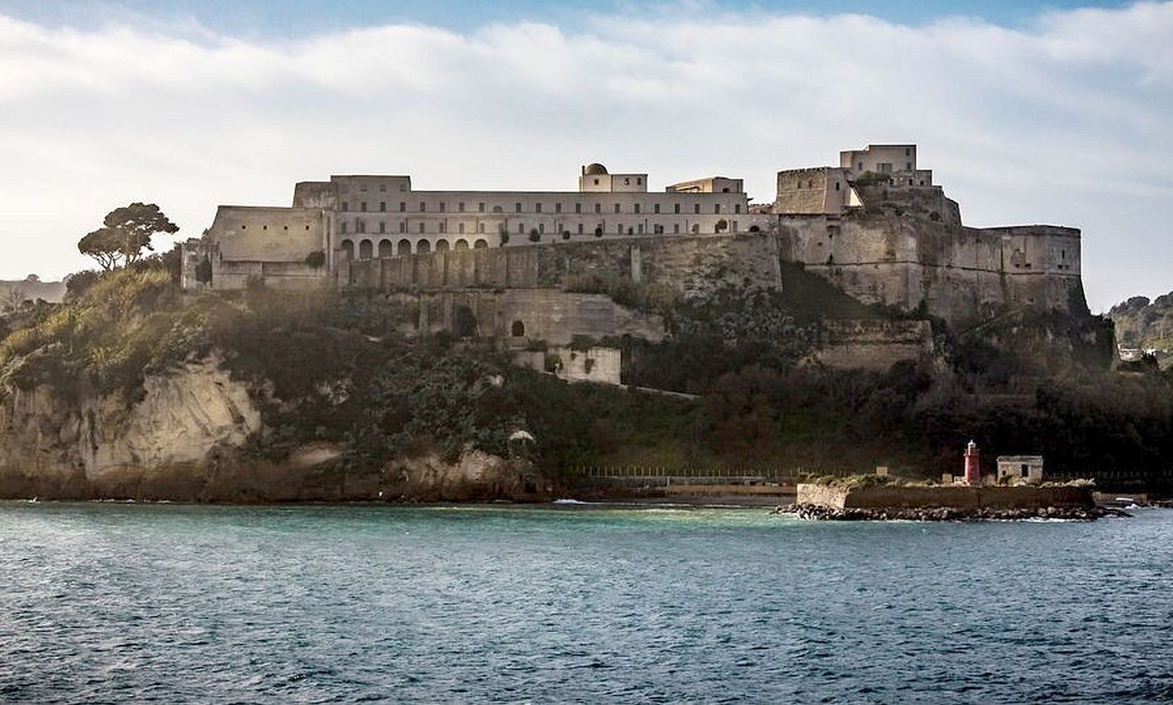 Archeology and tour in the island in the Napoli-Pozzuoli bay