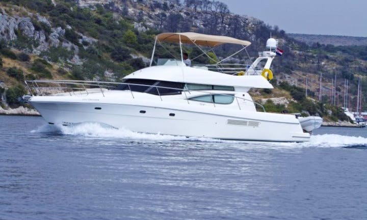 Power boat Prestige 46 rent in Split, Primošten, Croatia