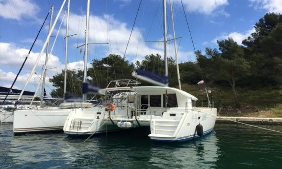Lagoon 400 S2 O.v. Cruising Catamaran in Seget Donji