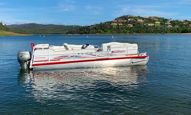 Party Tritoon   rated 15 person 150 HP engine