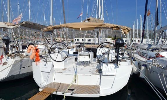 Bareboat Charter - Sun Odyssey 519 With A/C In Trogir, Croatia