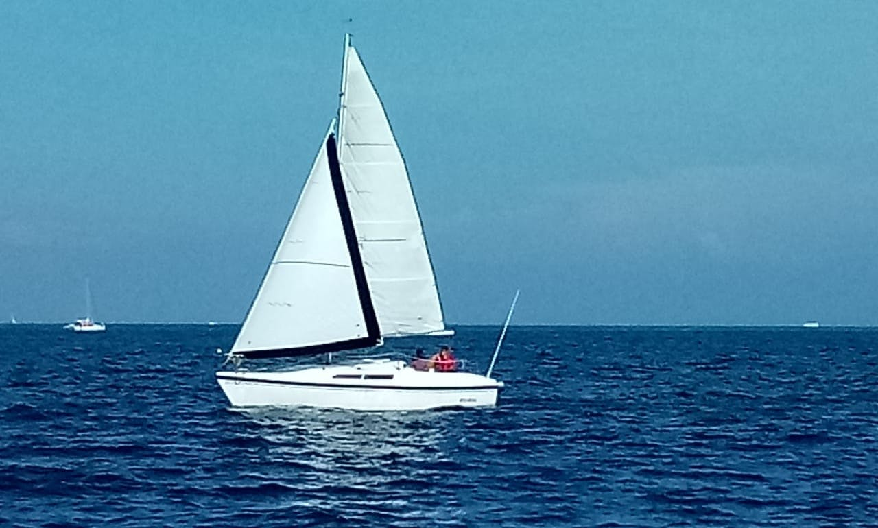 Rent this 6-Person MacGregor Daysailer in Cancún, Mexico