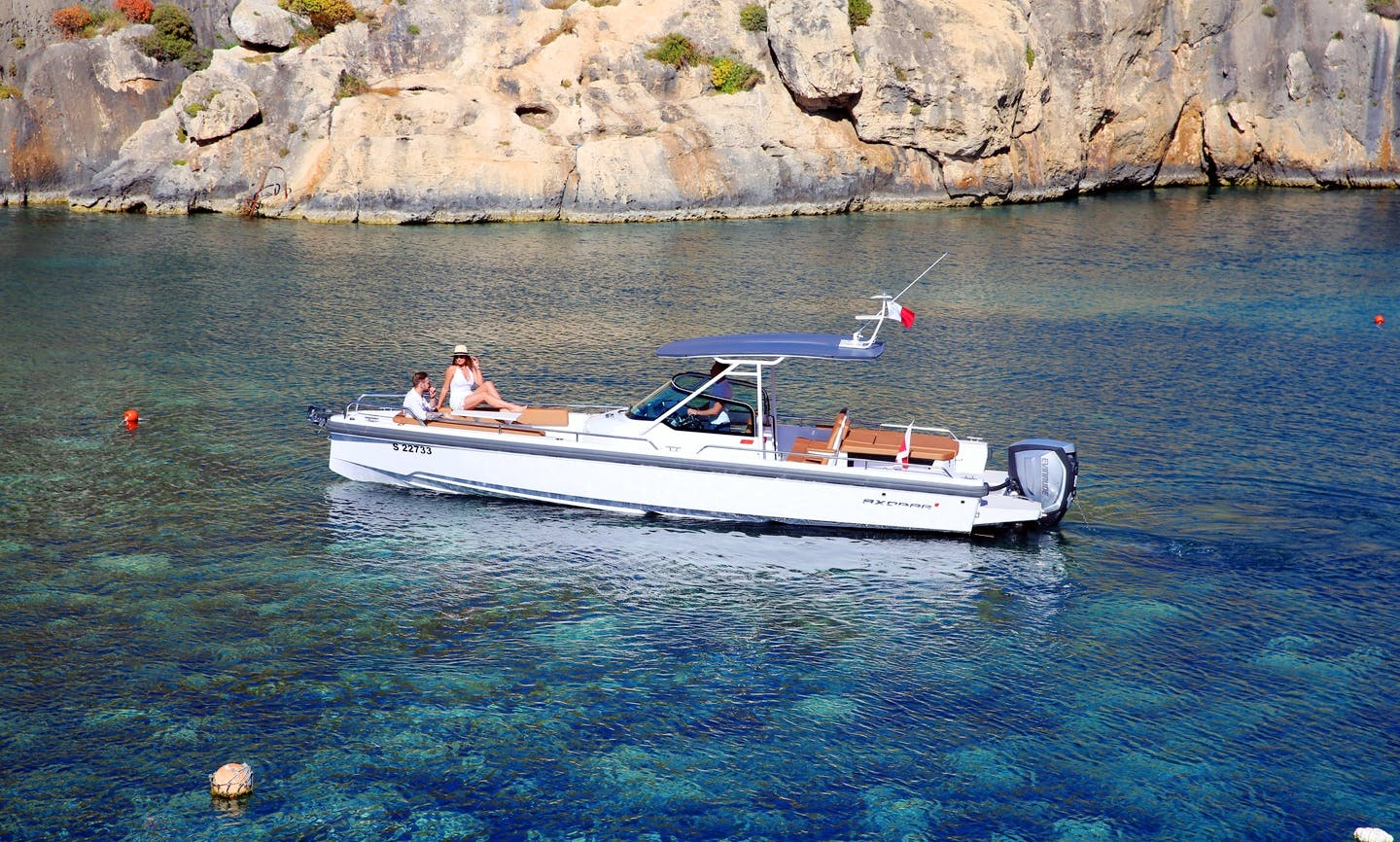 Axopar 28 TT-Stylish Sports Cruiser Charter in Senglea, Malta